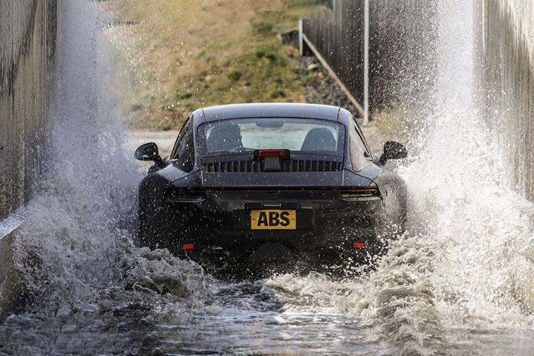 992 Porsche 911 2019 en el agua pruebas test