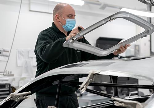 Aston Martin DB5 Goldfinger Continuation gadgets