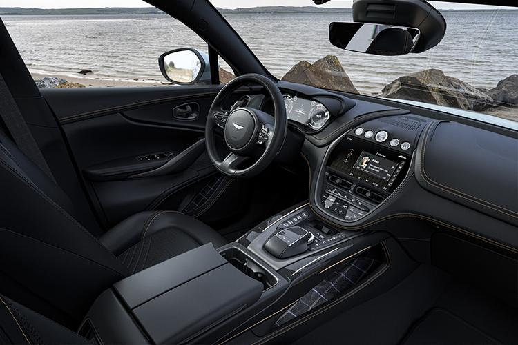 Aston Martin DBX Bowmore Edition edición especial sistema de infoentretenimiento