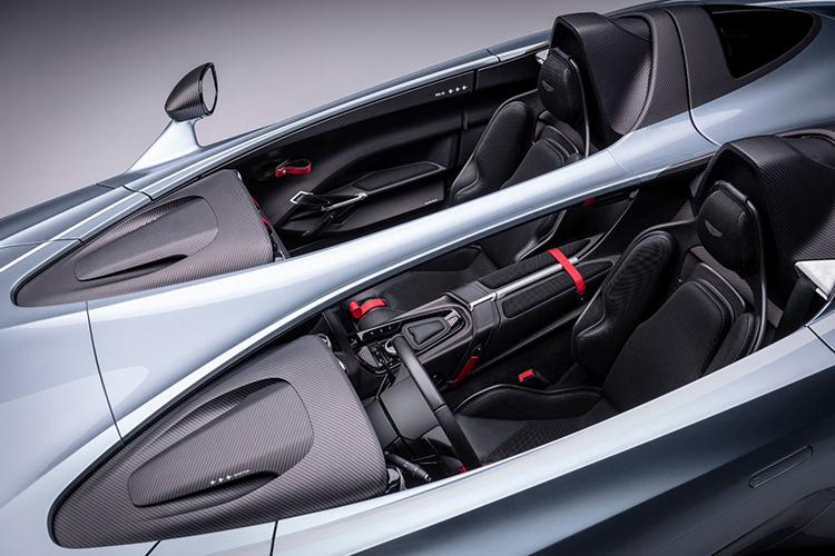 Aston Martin V12 Speedster biplaza asientos separados