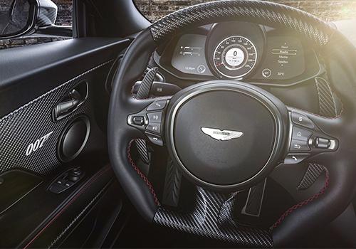 Aston Martin Vantage 007 y Superleggera 007 Edition emblemas