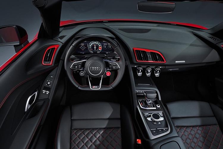 Audi R8 V10 RWD interior