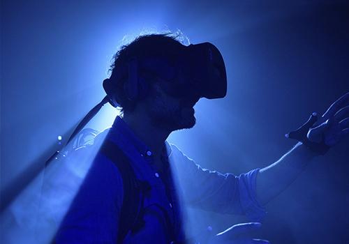 Audi e-tron experiencia en sala de hiperrealidad innovaciones lentes realidad virtual sensores de movimiento