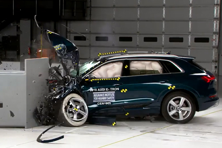 Audi e-tron pruebas de seguridad faros inteligentes