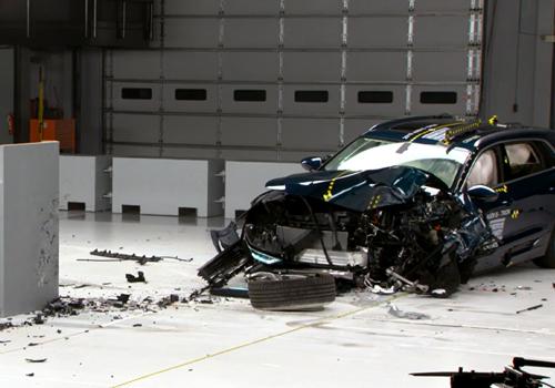 Audi e-tron vehiculo electrico más seguro del mundo colisión en la prueba de 40 km por hora