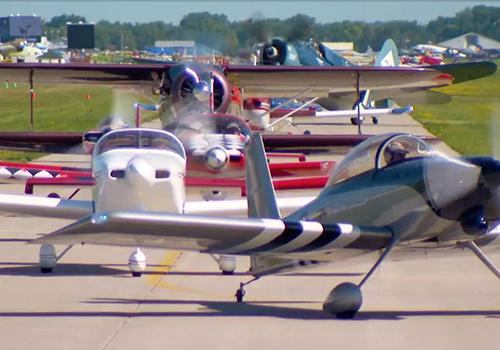 Aviones en pista EAA