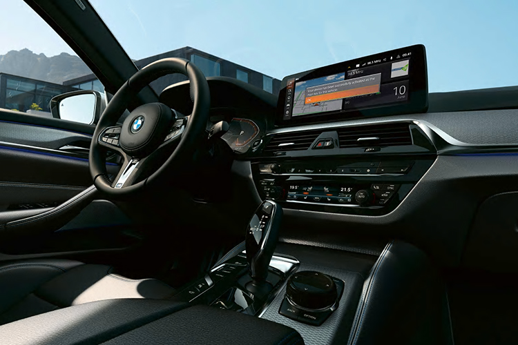 BMW Digital Key sistema de infoentretenimiento
