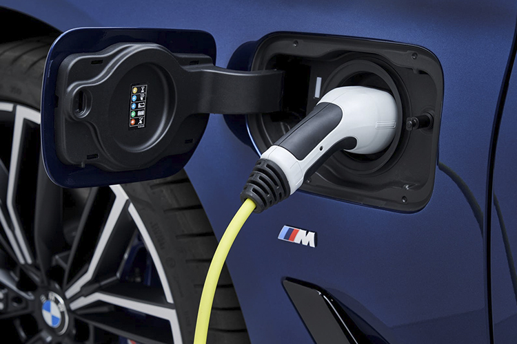 BMW M5 2024 con versiones electrificadas