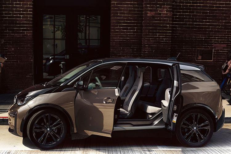 BMW i3 electrico con puertas suicida