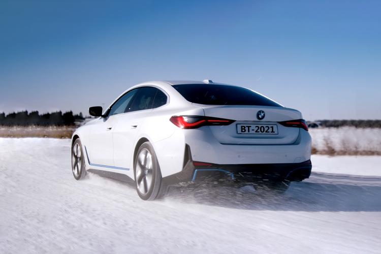 BMW i4 totalmente eléctrico diseño innovaciones tecnologia
