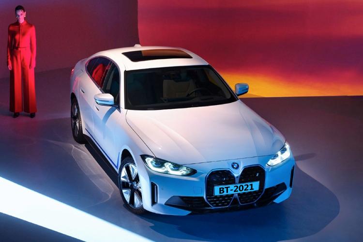 BMW i4 totalmente eléctrico potencia diseño innovaciones desempeño