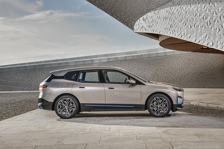 BMW iX 100% eléctrico conectividad