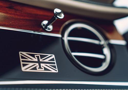 Spur First Edition interior emblema