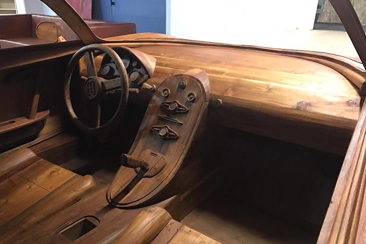 Bugatti Veyron construido en madera interior
