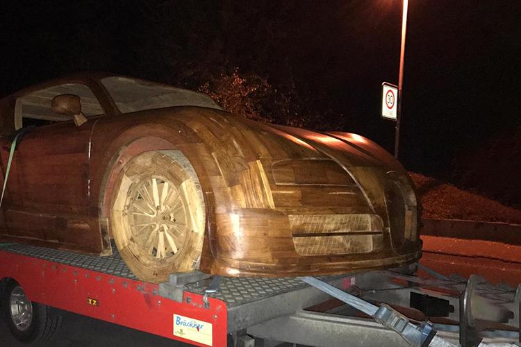 construido en madera llantas