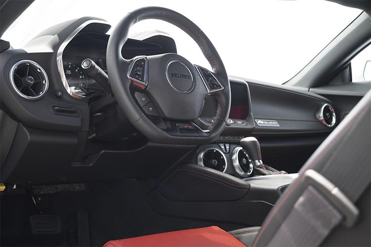 Callaway Camaro SC630 interior poco equipado modelo