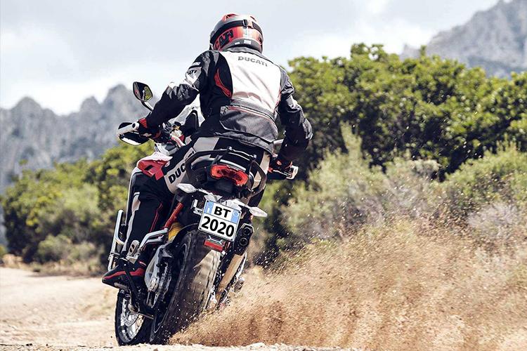 Ducati Multistrada V4 2021 motocicleta conducción