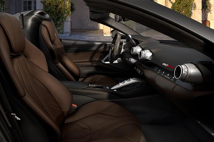 Ferrari 812 GTS descapotable asientos