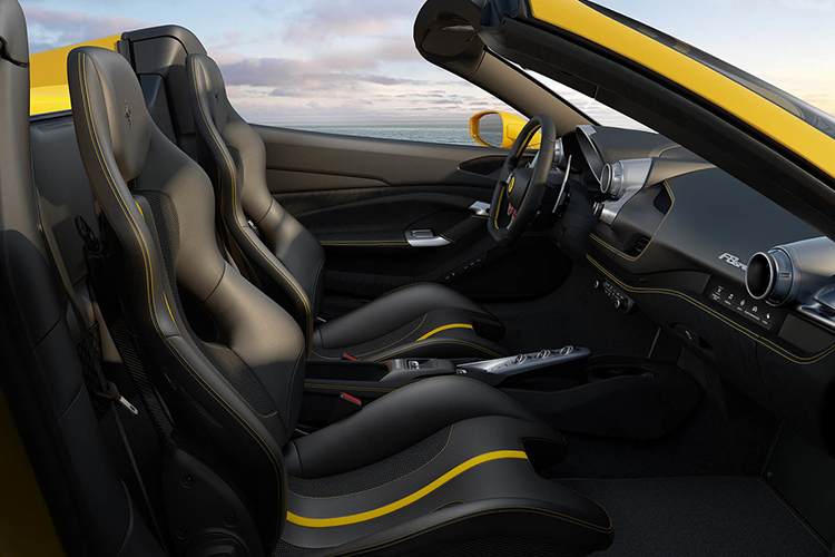 Ferrari F8 Spider asientos
