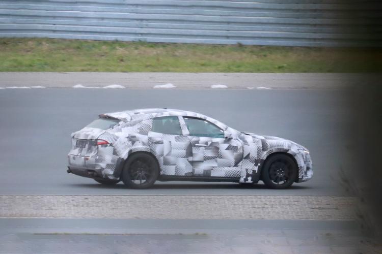 Ferrari Purosangre espiado primeras imágenes crossover desempeño