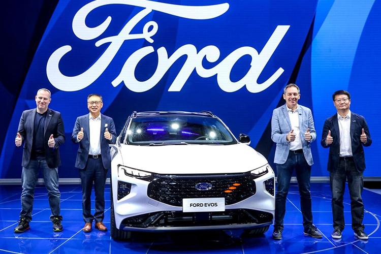 Ford Evos el nuevo SUV coupé conducción semiautónoma