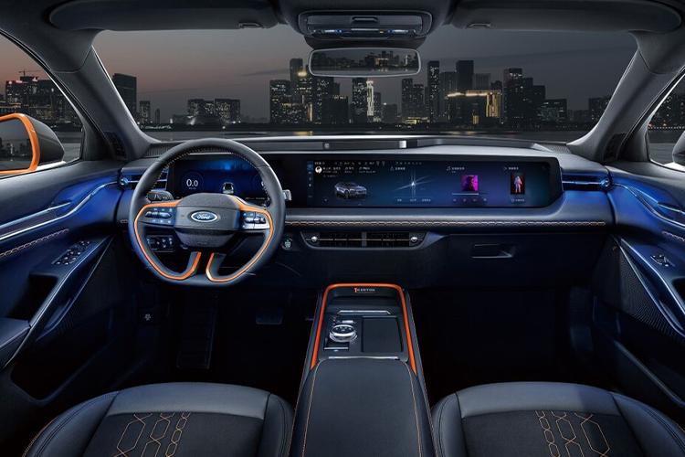 Ford Evos el nuevo SUV coupé interior sistema de infoentretenimiento
