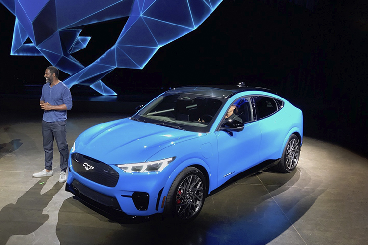 Ford Mustang Mach-E nuevas actualizaciones inalámbricas