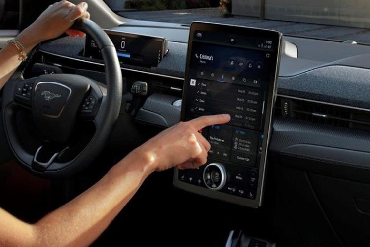 Ford y Google crean alianza, los coches estarán más conectados innovaciones carrocería