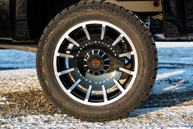GMC Sierra Harley-Davidson 2020 llantas 35 pulgadas