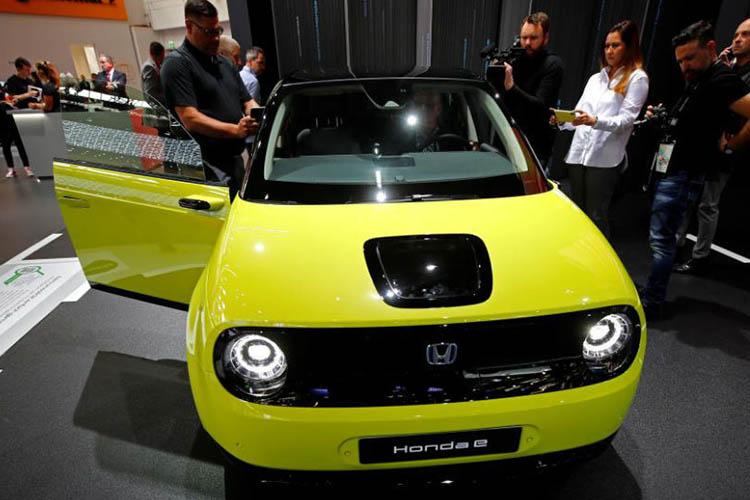 Honda e en auto show de Frankfurt IAA 2019