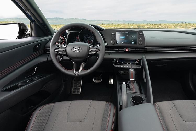 Hyundai Elantra N-Line sistema de infoentretenimiento