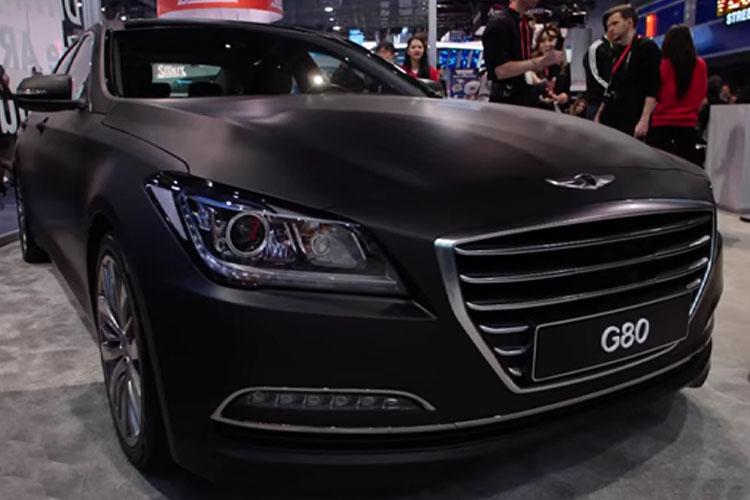 Hyundai Genesis 380 con tecnologia WayRay RA