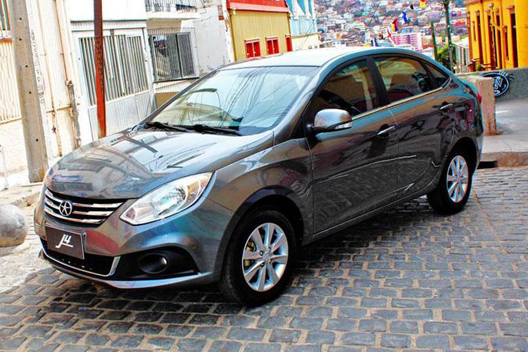 autos chinos JAC J4