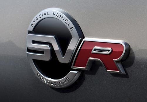 Jaguar F-Pace SVR con emblema SVR