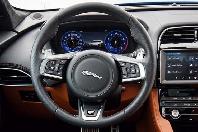 Jaguar F-Pace, volante