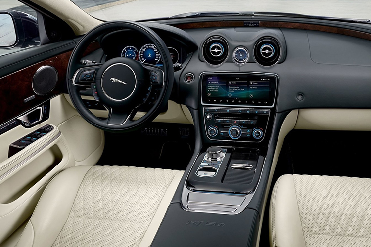 Jaguar Land Rover pantalla táctil de toque predictivo