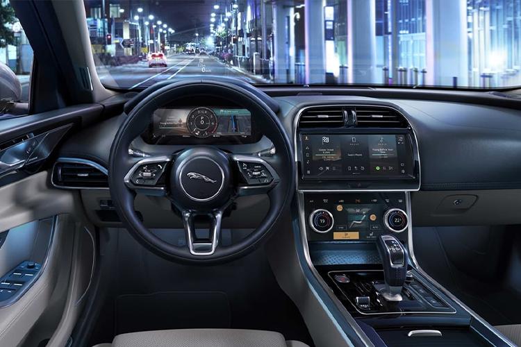 Jaguar XE 2021 sistema de infoentretenimiento