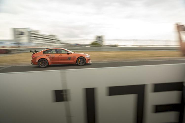 Jaguar XE SV Project 8 record vuelta 20,6 kilometros