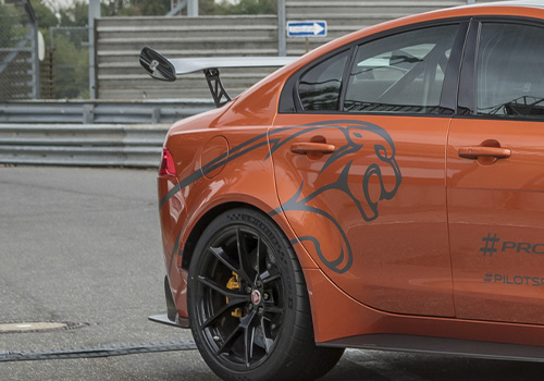 Jaguar XE SV Project 8 vehiculo cuatro puertas