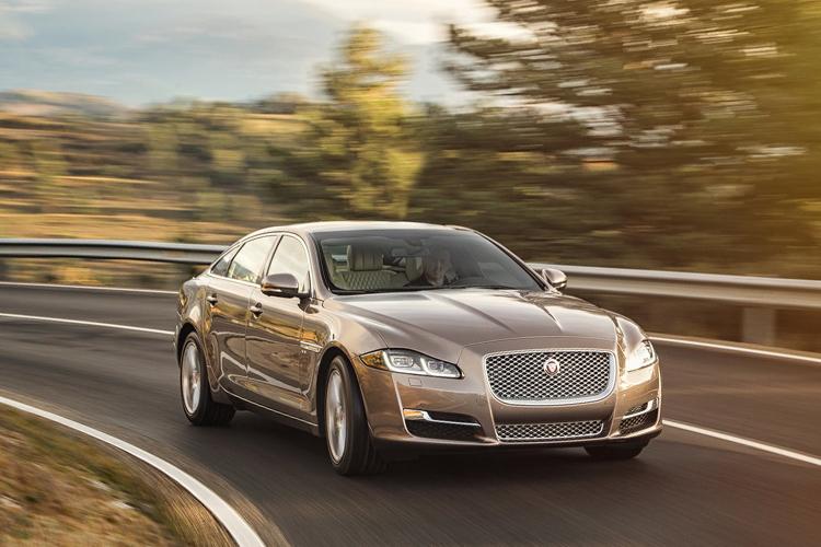 Jaguar anuncia que todos sus vehiculos tendrán versión electrica o hibrida