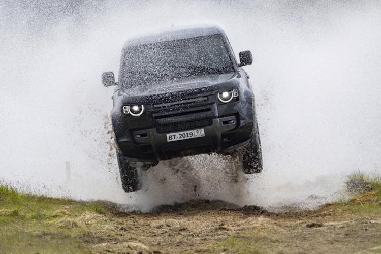 James Bond No time to Die vehículos abril 2020