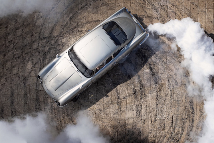 James Bond No time to Die vehículos y motocicletas Aston Martin