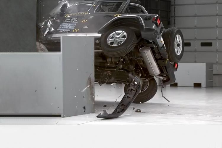 Jeep Wrangler se vuelca modelo 2019