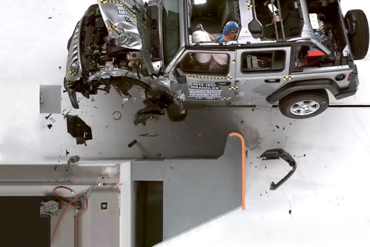 Jeep Wrangler se vuelca todoterreno