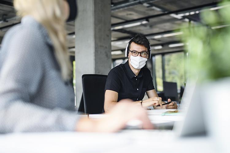 Jobsora regresando a la nueva normalidad limpieza oficina