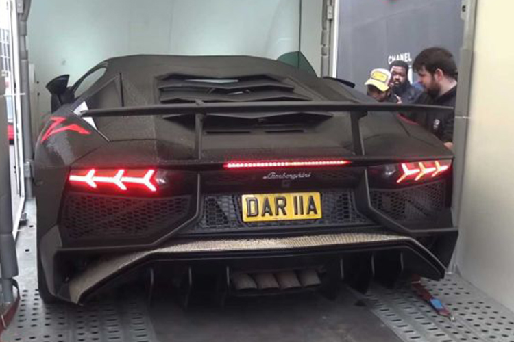 Lamborghini Aventador SV con 2 millones de piedras swarovski