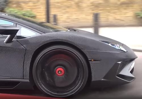 Lamborghini Aventador SV recubierto de piedras swarovski principalmente negras con detalles en rojo