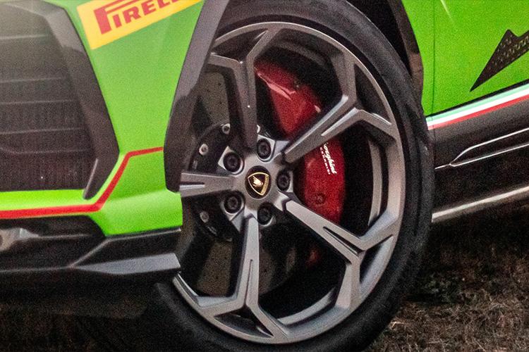 Lamborghini Urus ST-X llantas pirelli
