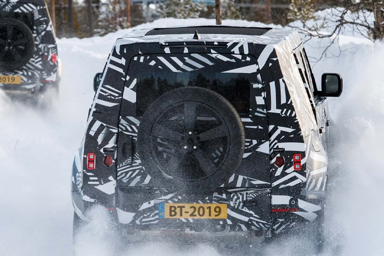 Land Rover Defender 2020 vehiculo en película James Bond