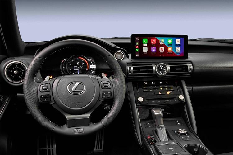 Lexus IS 500 F Sport Performance diseño interior sistema de infoentretenimiento